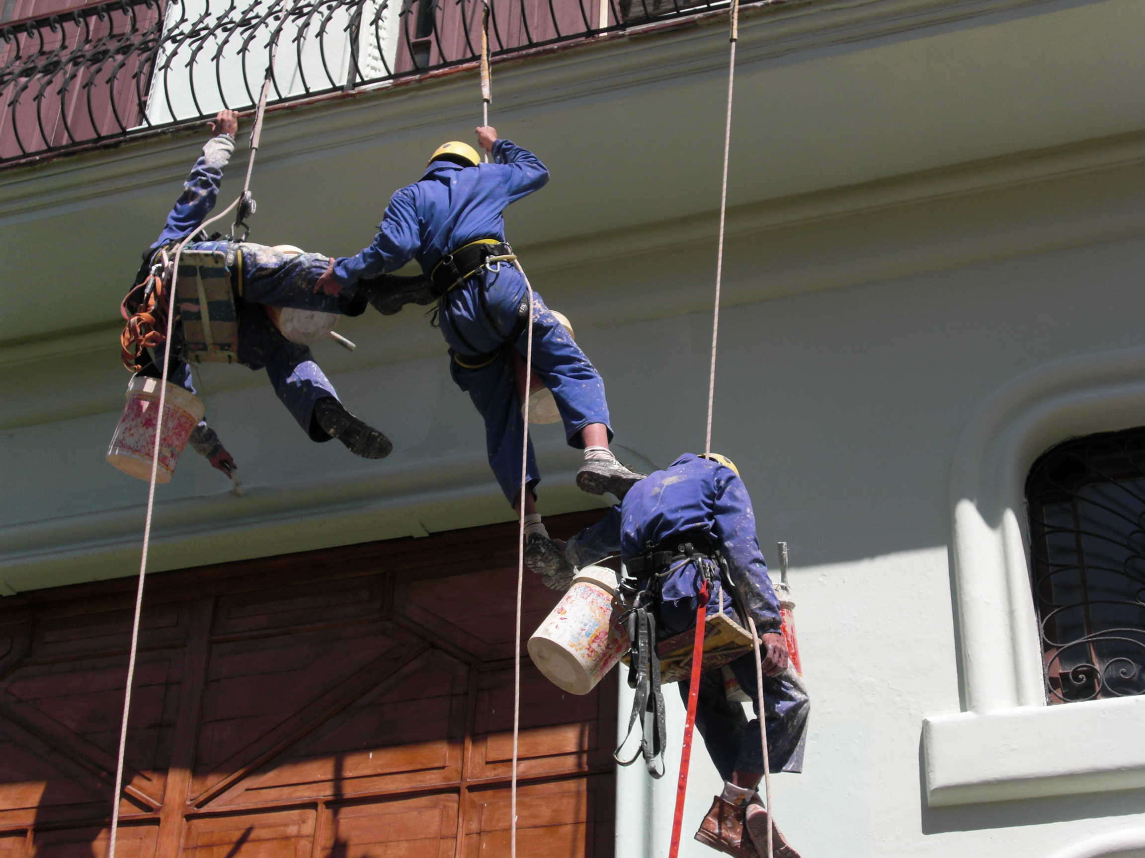 precarious painters, old Havana