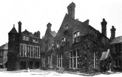 toynbee_hall_1902_wikimeadia_commons